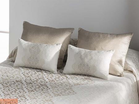 conjunto de cojines para decorar la cama del dormitorio modelo bellini