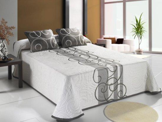 ... , cortinas coordinadas con cojines y colchas, barras de cortina
