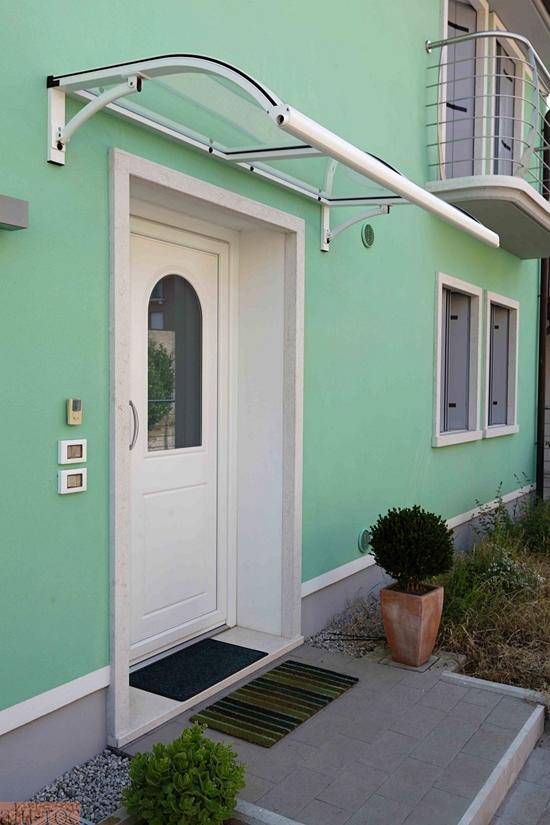 Marquesina de aluminio advance con tejado de policarbonato - Marquesinas para puertas ...